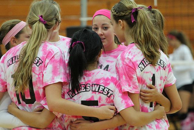 Girls%27+Volleyball+Dominates+Waukegan