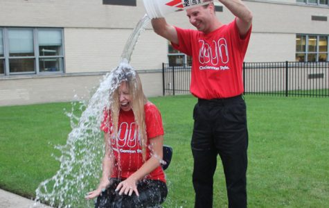 Video: German Teachers Take the ALS Ice Bucket Challenge