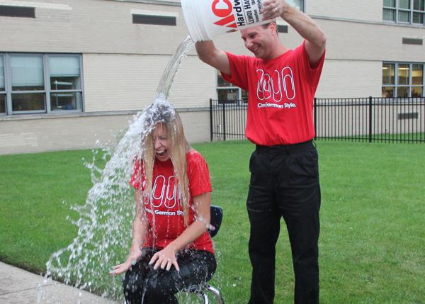 Video: German Teachers Take the ALS Ice Bucket Challenge