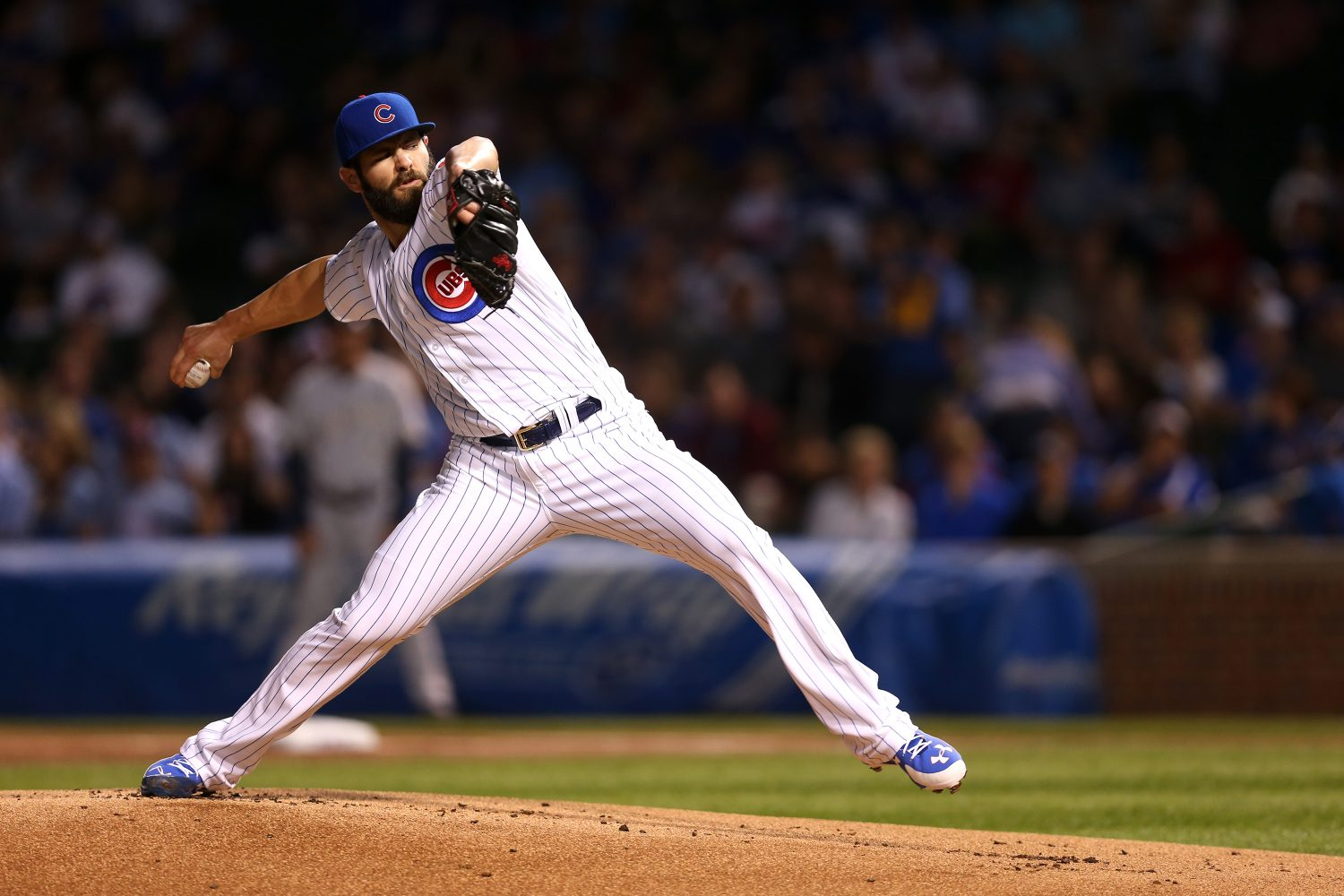 Chicago+Cubs+starting+pitcher+Jake+Arrieta+delivers+to+the+Milwaukee+Brewers+during+the+first+inning+on+Tuesday%2C+Sept.+22%2C+2015%2C+at+Wrigley+Field+in+Chicago.+%28Chris+Sweda%2FChicago+Tribune%2FTNS%29