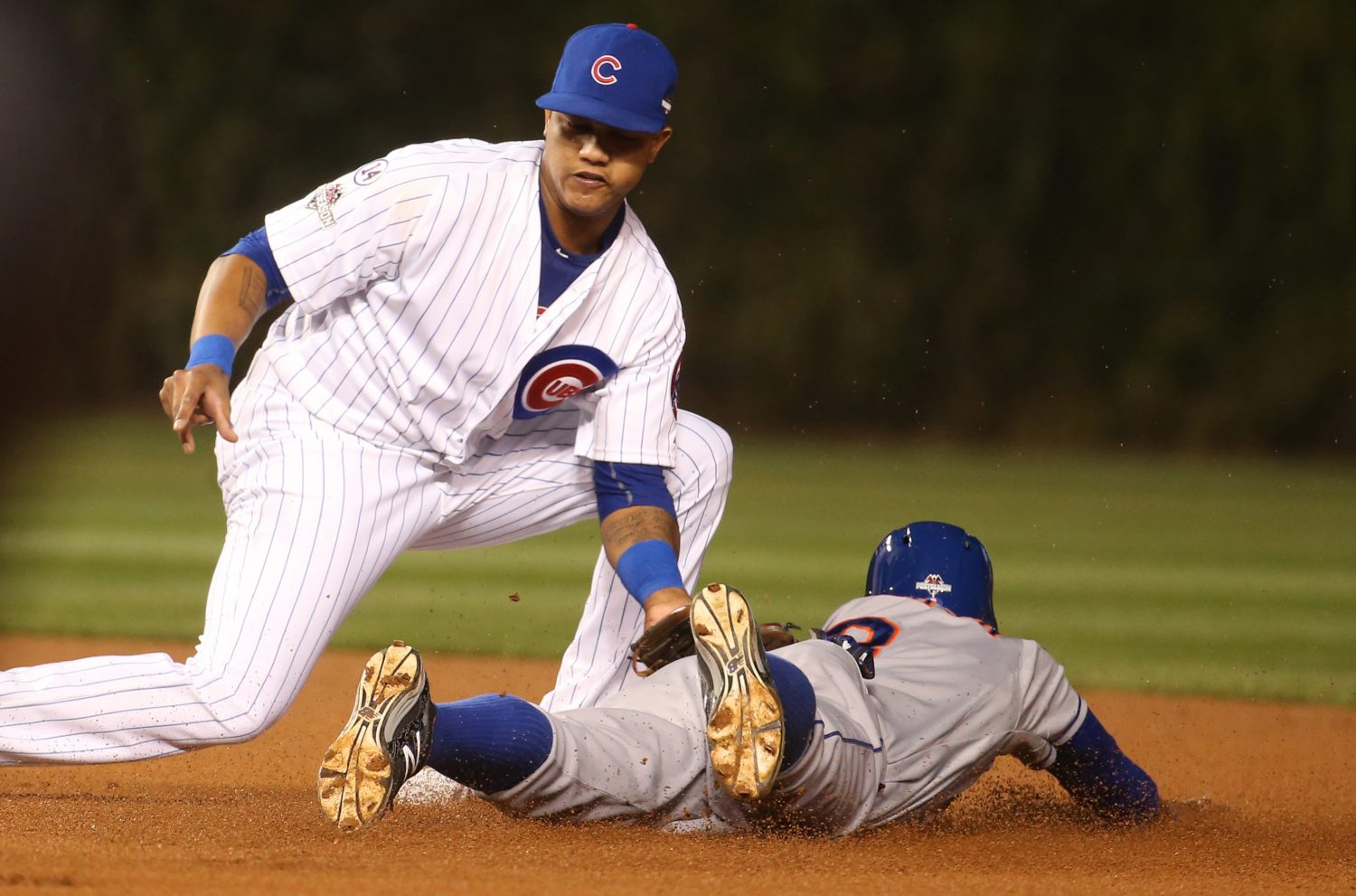 Chicago+Cubs+second+baseman+Starlin+Castro%2C+left%2C+tags+out+the+New+York+Mets%27+Curtis+Granderson+on+an+attempted+steal+in+the+first+inning+during+Game+3+of+the+NLCS+on+Tuesday%2C+Oct.+20%2C+2015%2C+at+Wrigley+Field+in+Chicago.+%28Brian+Cassella%2FChicago+Tribune%2FTNS%29