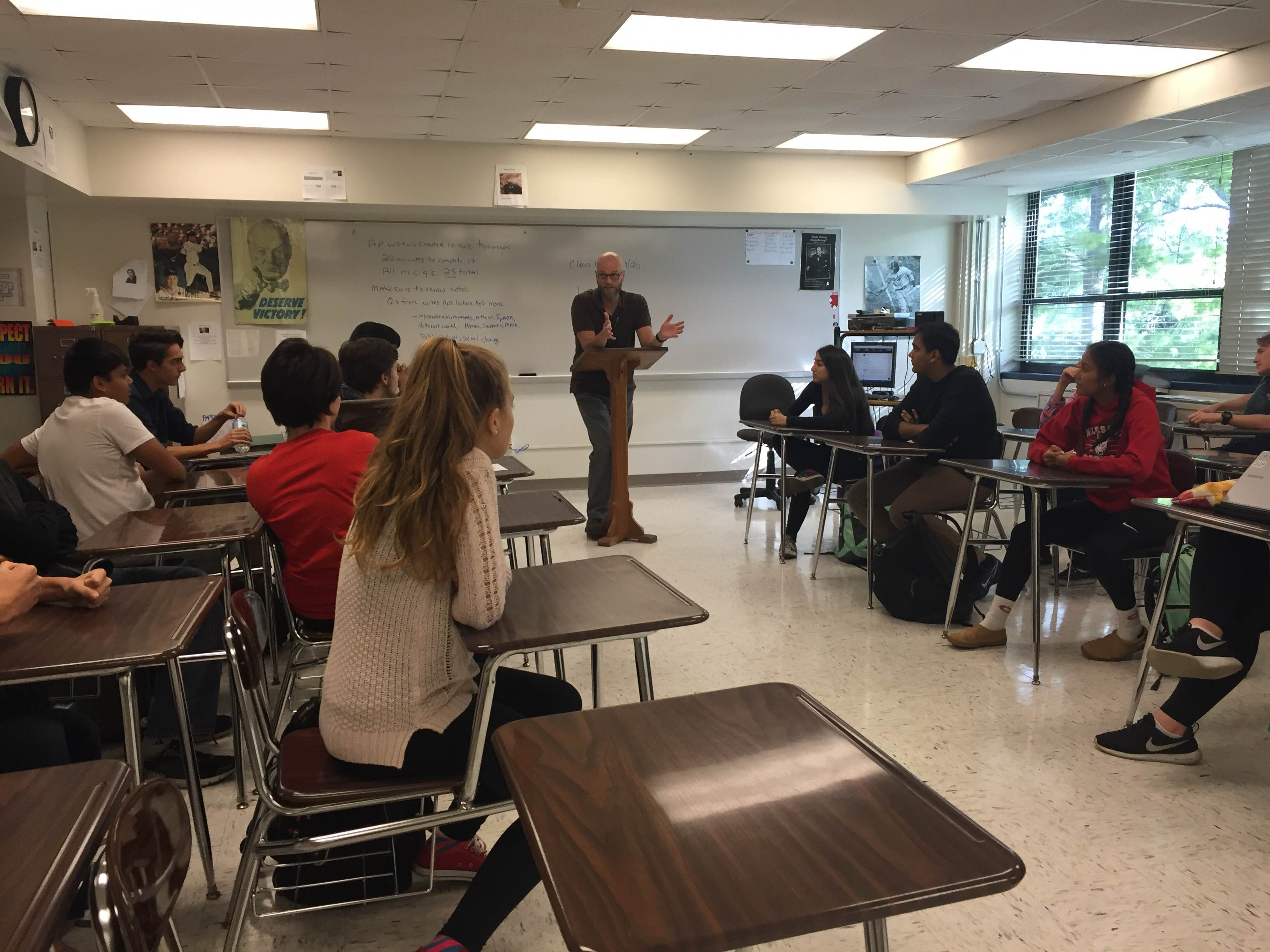 Students discuss the recent presidential debates in Joe Edwards AP Government class during third period Wednesday, Sept. 28. Photo by Isa Gil.