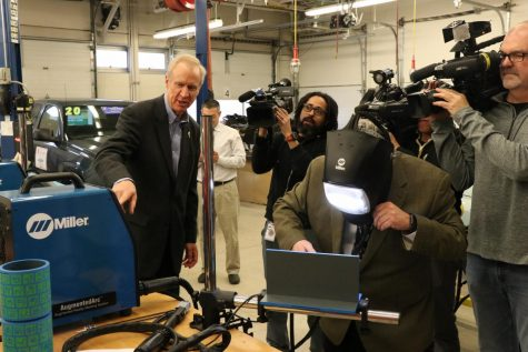 Illinois Governor Rauner Visits Niles West