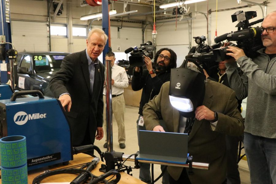 Governor+Rauner+being+shown+how+Niles+West+uses+virtual+welding+to+prepare+students+for+future+career+paths.+