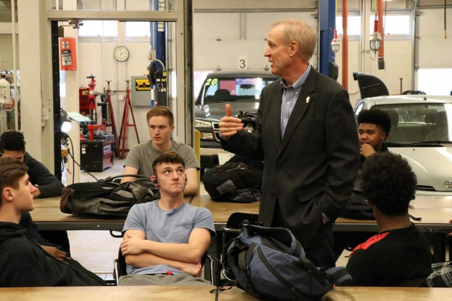 Governor Rauner talks to welding and autos class about the importance of trades.