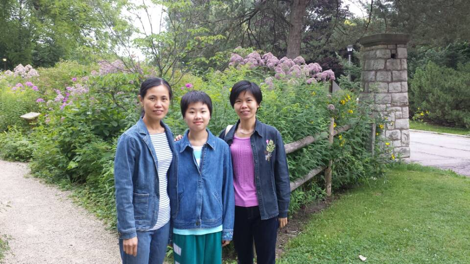 Junior Yunyan Mo with her mom and aunt when she first arrived in the US.