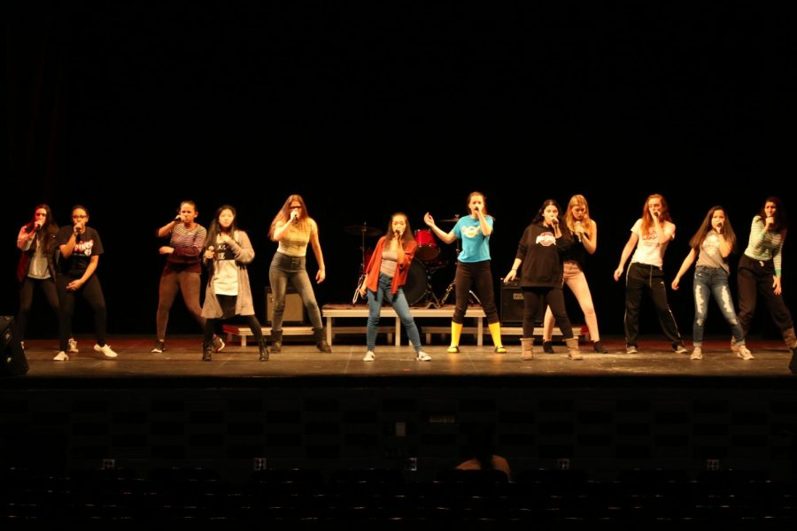 All girls acapella group High Fidelity practicing the song
