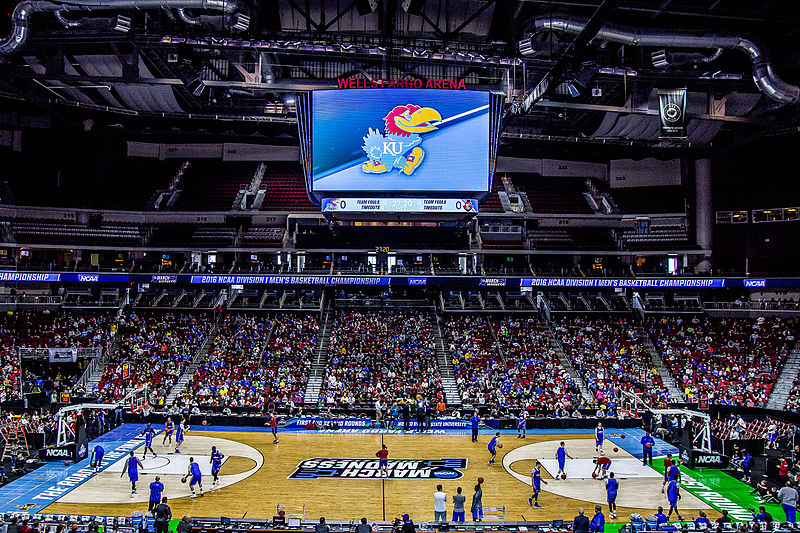 The+Kansas+Jayhawks+practicing+prior+to+the+March+Madness+tournament+in+2016.+