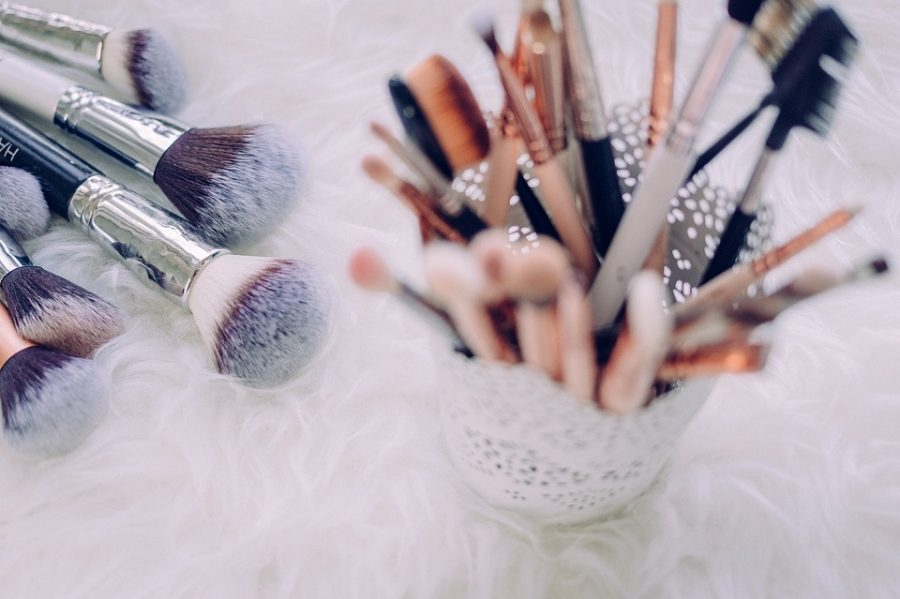 Makeup brushes that are great for setting your face.