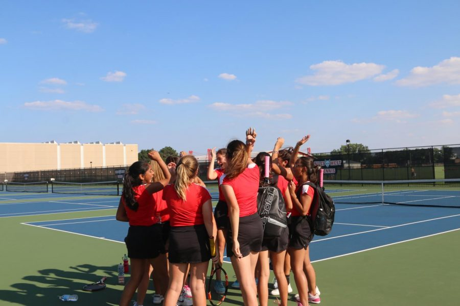 Girls+Varsity+Tennis+huddles+up+before+the+match.