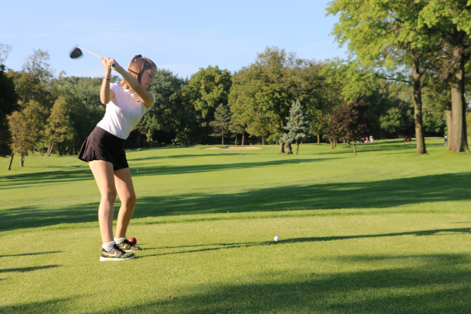 Anna Flynn teeing off the ball with a driver.