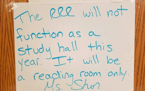 The sign outside of the Reading Resource Room tells students what the room is used for.