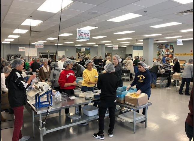 Civics+students+packing+nutritional+meals+for+malnourished+children+in+various+countries+at+the+Feed+My+Starving+Children+Packing+site+in+Libertyville%2C+IL