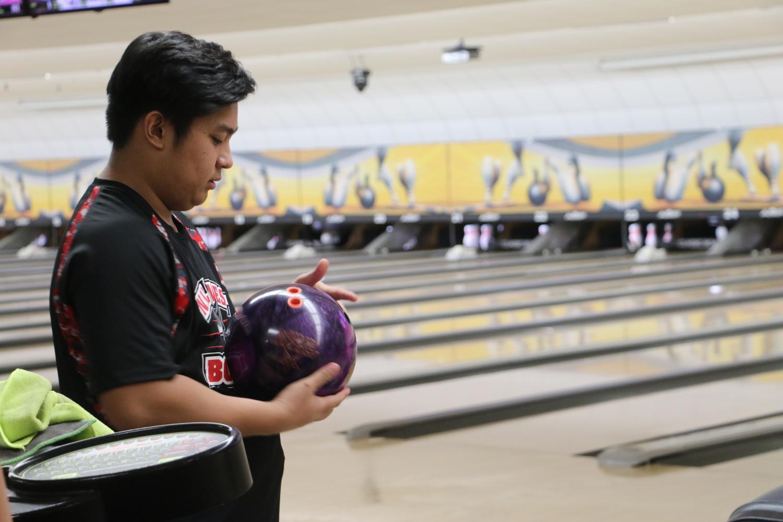 Bowler+polishing+his+bowling+ball+ready+for+his+turn.+