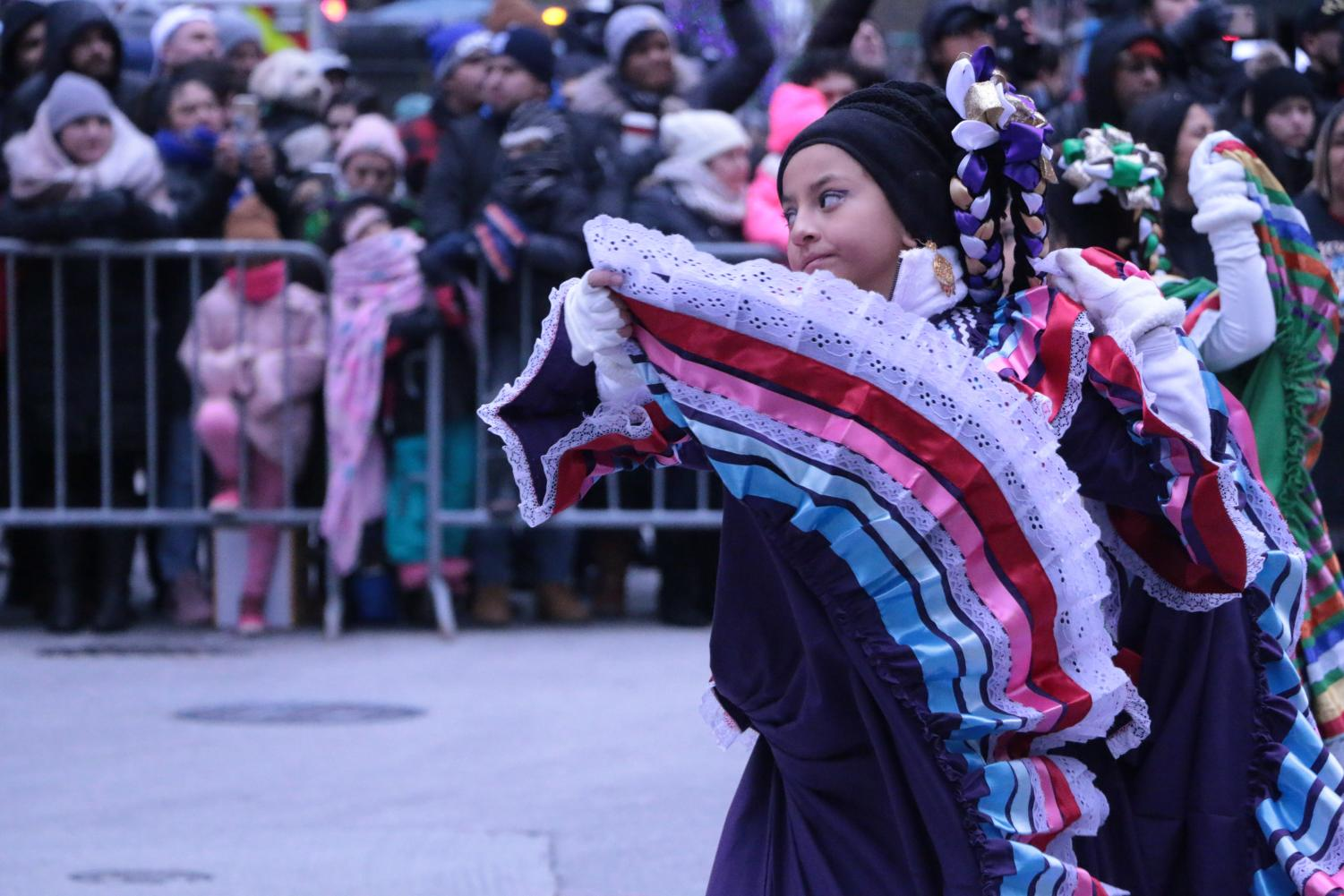 A+young+girl+performing+Jarabe+Tapat%C3%ADo%2C+a+Mexican+folk+dance.