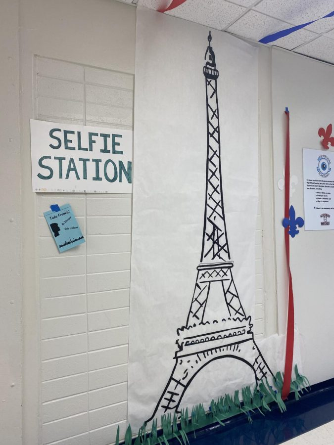 A selfie station with the Eiffel Tower.