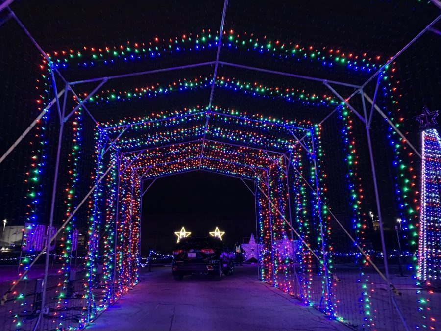 A beautiful light display where your car drives through creating an illusion as if you're in a winter wonderland.