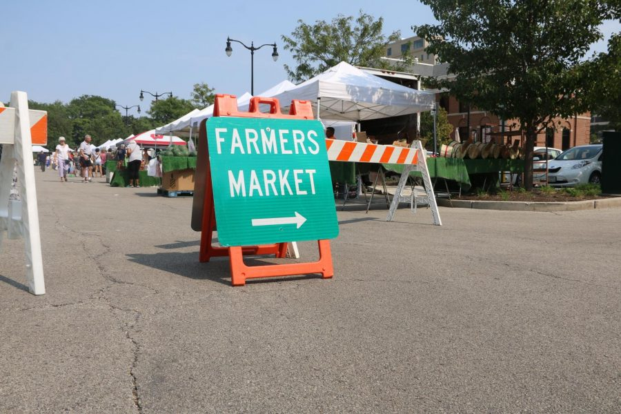 South entrance sign to the Skokie Farmers Market you cant miss.